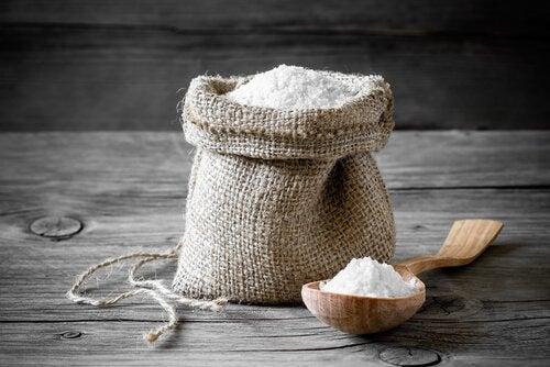 Remedii naturiste împotriva păduchilor cu sare