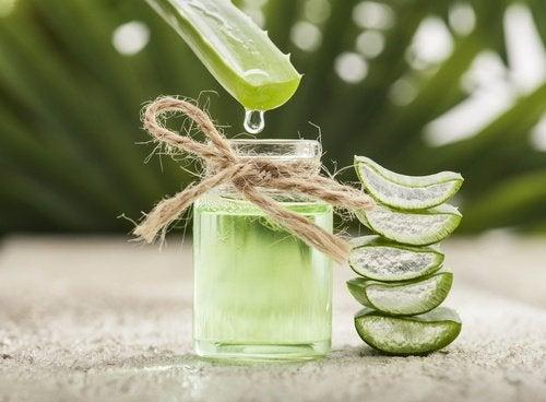 Remedii puternice împotriva negilor cu ingrediente ca aloe vera