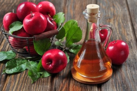îmbrățișarea picioarelor cu oțet de mere în varicoză)