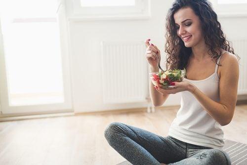Salată cu puține calorii delicioasă și hrănitoare