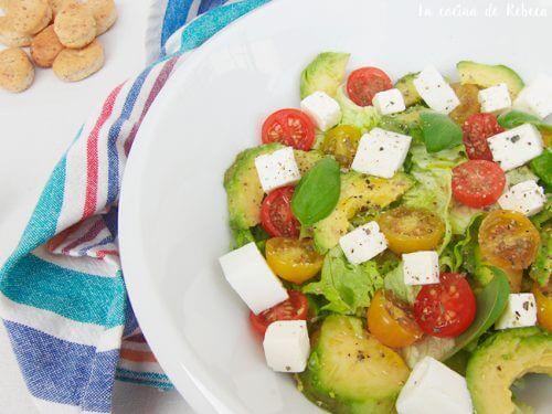 Salată cu puține calorii ușor de preparat