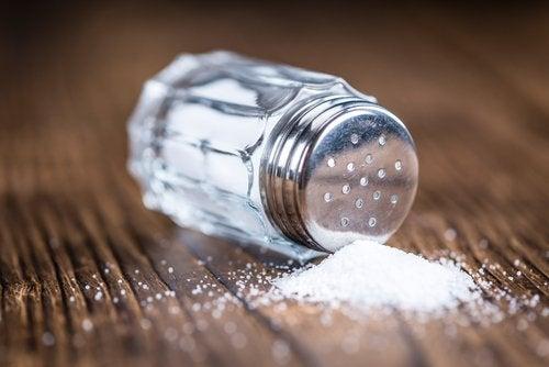 Reducerea consumului de sare ajută la combaterea retenției de apă
