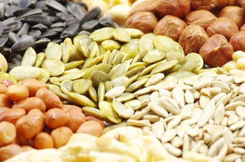 Semințe și nuci înmuiate în apă