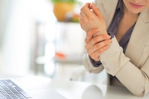 Simptome ale fibromialgiei ca redoarea matinală