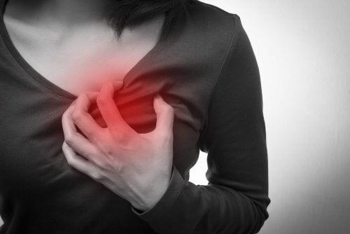 5 simptome ale stopului cardiac la femei