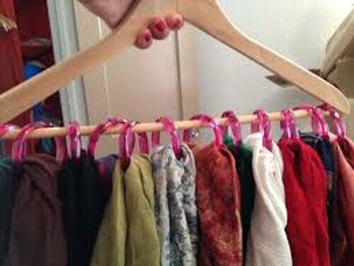 Umerașe pentru a aranja corect hainele în dulap