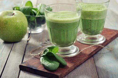 Băuturi pentru slăbit cu spanac și mere