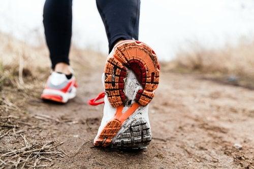 Beneficii ale mersului pe jos pentru un corp sănătos