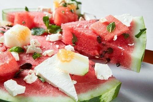 Beneficii ale pepenelui verde în salată