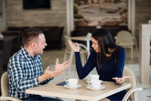 Principalele 5 greșeli ale oamenilor geloși