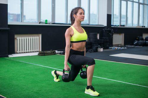 Exerciții pentru tonifierea feselor cu greutăți