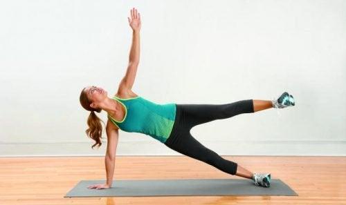 Exercițiul fluturele pentru ameliorarea durerii de picioare
