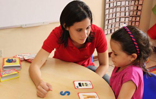 Persoanele care abuzează copii pot fi profesori