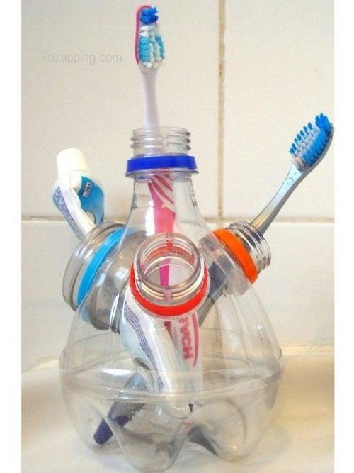 Reciclarea sticlelor de plastic în obiecte unice pentru baie