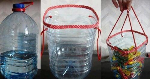 Reciclarea sticlelor te plastic în coșulețe unice