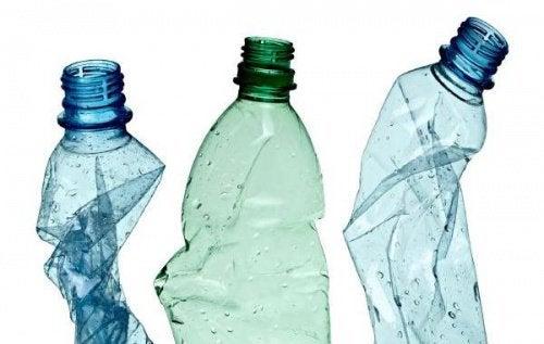 12 trucuri pentru reciclarea sticlelor de plastic