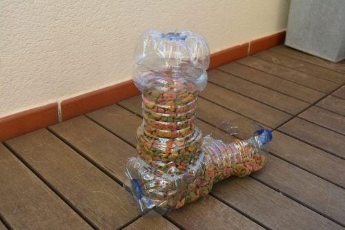 Reciclarea sticlelor de plastic este mai simplă decât bănuiești