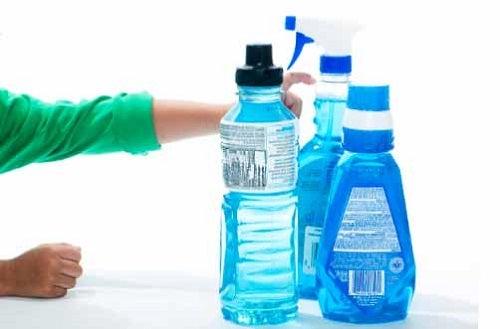 Nu trebuie să refolosești sticlele de plastic deoarece sunt pline de bacterii