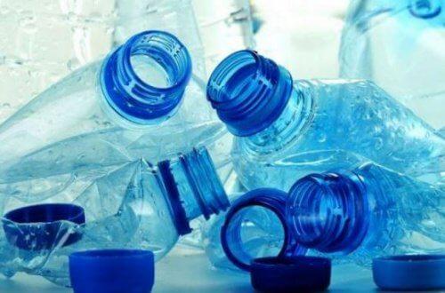 De ce să nu refolosești sticlele de plastic pline de chimicale periculoase