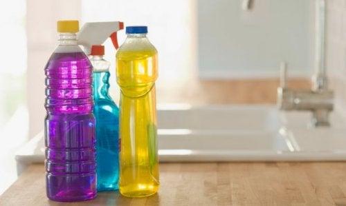 De ce să nu refolosești sticlele de plastic care te pot îmbolnăvi