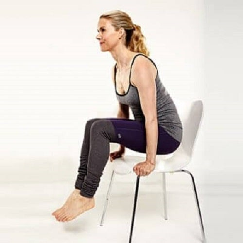 Exerciții cu scaunul ce ard grăsimea abdominală