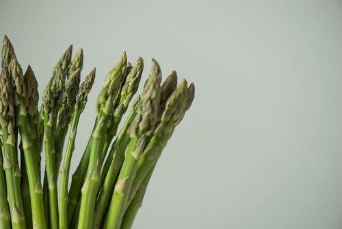 Sparanghelul pe lista de legume bogate în proteine