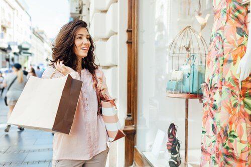 Tehnici pentru îmbunătățirea autocontrolului la cumpărături