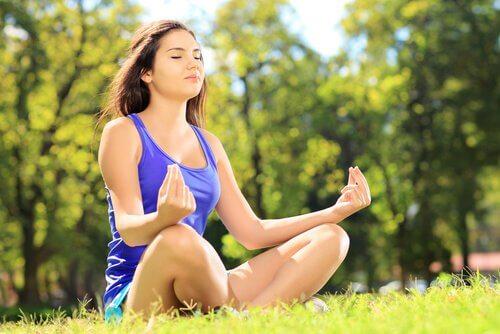 Tehnici pentru îmbunătățirea autocontrolului prin meditație
