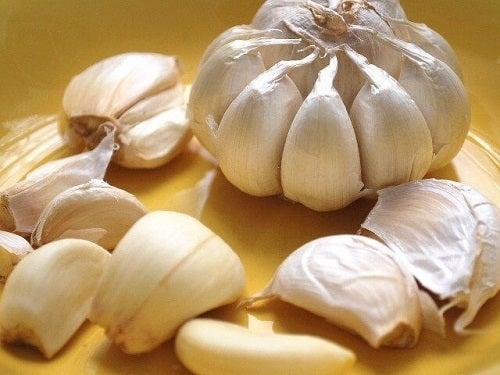 Usturoiul printre alimente pentru desfundarea arterelor