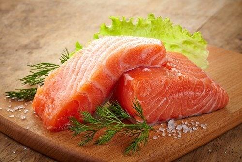 Alimente care susțin sănătatea renală ca peștele oceanic