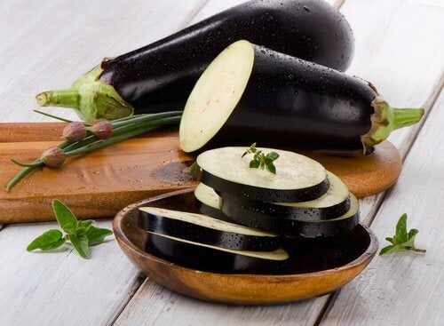 Alimente care susțin sănătatea renală ca vinetele