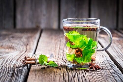 Ceaiul verde pe lista de ceaiuri care scad nivelul glicemiei