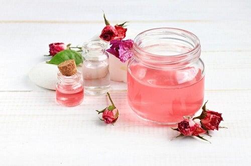 Combaterea ridurilor cu aloe vera și apă de trandafiri