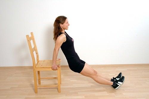 Cum să îți subțiezi brațele prin practicarea unor exerciții fizice