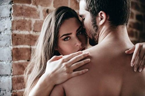 Multe cupluri au impresia că sexul anal este mereu dureros