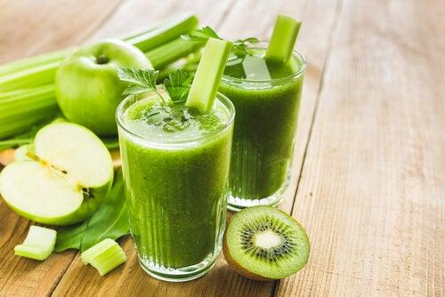 Cură de detoxifiere de 7 zile cu kiwi și mere ce îți protejează sănătatea