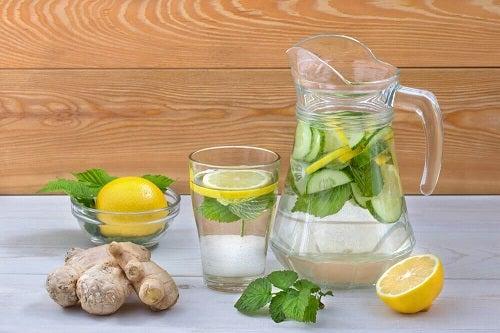 Cum să elimini excesul de zahăr din organism cu apă detoxifiantă