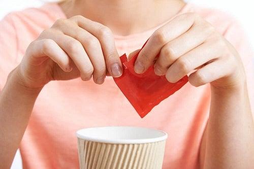 Cum să elimini excesul de zahăr din organism cu îndulcitori