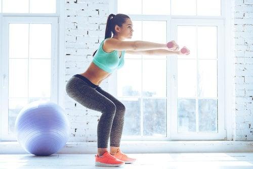 Exerciții pentru a tonifia fesele ce pot fi executate acasă