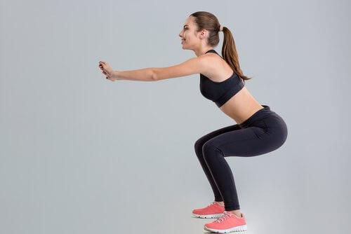 Exerciții pentru a tonifia fesele ca genuflexiunile