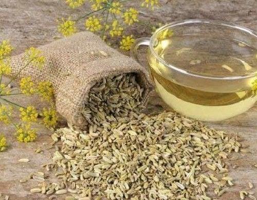 Ceai de semințe de fenicul ce combate gastrita pe fond nervos