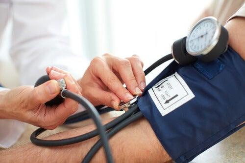 Hipertensiunea pe lista de simptome ale deficitului de vitamina D