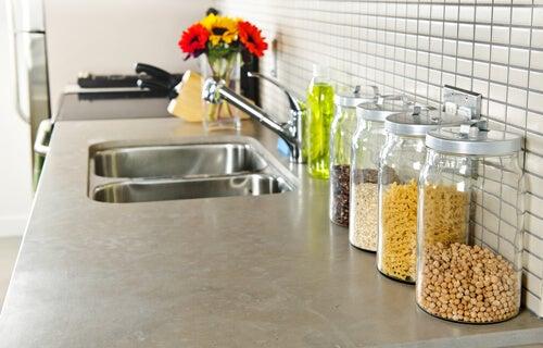Idei pentru amenajarea bucătăriilor mici ce te ajută să câștigi spațiu