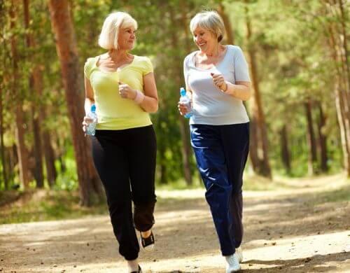 Mergi pe jos ca să slăbești la orice vârstă