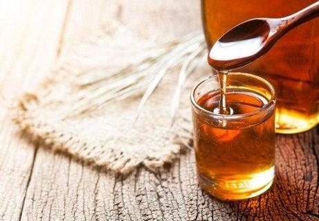 Mierea inclusă într-un tratament pentru întărirea oaselor