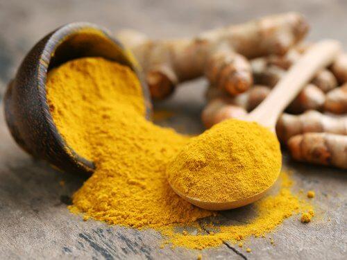 Mirodenii care stimulează creșterea părului cum ar fi curry