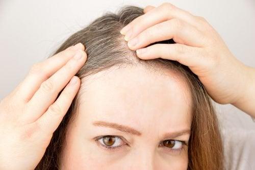 6 plante și mirodenii care stimulează creșterea părului