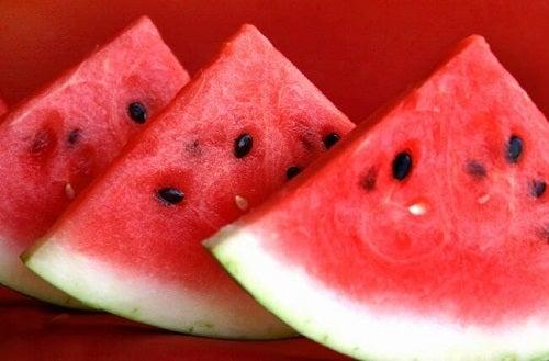 Pepene verde pe lista de fructe pentru a trata retenția de apă