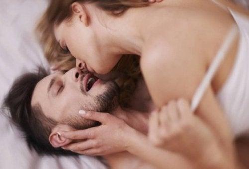 Poziții sexuale care garantează plăcerea și asigură orgasmul