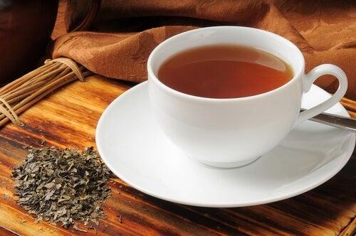 Remedii naturale pentru gazele intestinale precum ceaiul de boldo